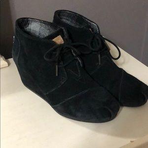 Toms Black Wedges (size 9)